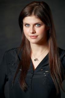 Alexandra Daddario [1100x1650] [289.6 kb]