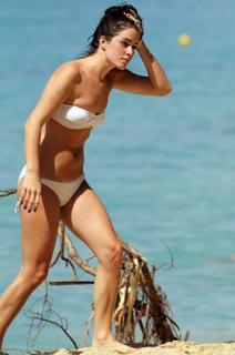 Lucie Jones en Bikini [280x422] [27.93 kb]