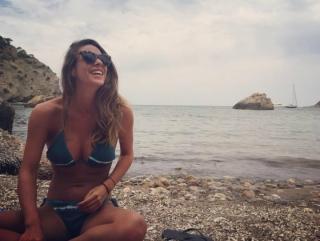 Laura Matamoros en Bikini [1200x904] [157.95 kb]