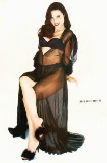 Julia Louis Dreyfus [334x507] [18.8 kb]