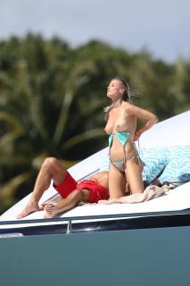 Joanna Krupa en Topless [2400x3600] [782.23 kb]