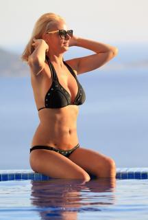 Rhian Sugden en Bikini [962x1423] [164.85 kb]