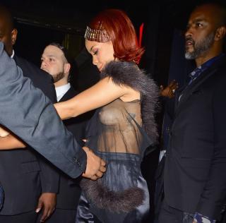 Rihanna [1242x1227] [297.15 kb]