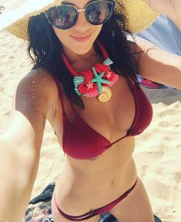 Lola Ortiz en Bikini [650x800] [123.71 kb]