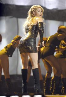 Shakira [2032x3000] [579.69 kb]