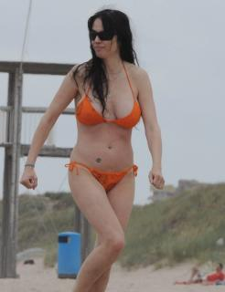 Beatriz Rico in Bikini [615x800] [63.99 kb]