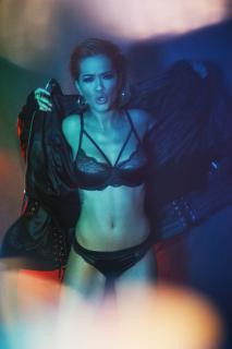 Rita Ora en Vanity Fair [2600x3896] [2025.34 kb]