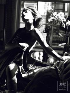 Emily Ratajkowski en Vanity Fair [2433x3248] [780.55 kb]