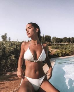 María Pombo in Bikini [1080x1350] [434.3 kb]