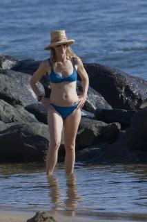 Helen Hunt in Bikini [2400x3600] [726.09 kb]