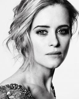Claire Foy [740x924] [171.09 kb]