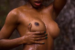 Ivi Pizzott in Playboy Nude [2739x1826] [886.81 kb]