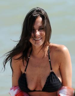 Kelly Monaco en Bikini [2550x3259] [874.21 kb]