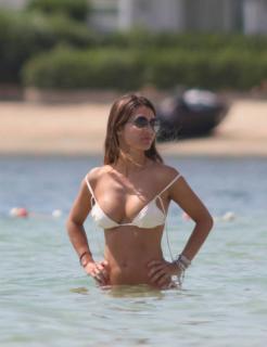 Elena Tablada en Bikini [615x800] [57.16 kb]