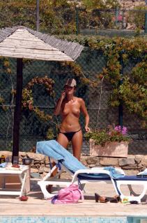 Alessia Merz in Topless [1700x2567] [606.84 kb]