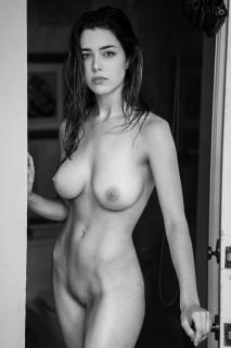 Lauren Summer Desnuda [2732x4096] [1156.39 kb]