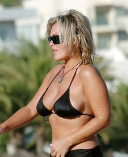 Amaia Montero en Bikini [366x450] [20.97 kb]