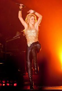 Shakira [966x1400] [224.16 kb]