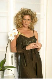 Rachel Hunter [683x1024] [70.17 kb]