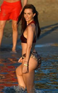 Jennifer Metcalfe en Bikini [2750x4360] [1022.83 kb]