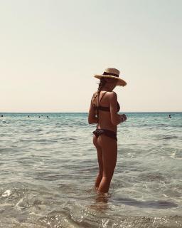 Cristina Marino en Bikini [1080x1350] [266.68 kb]