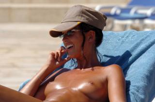 Alessia Merz en Topless [2500x1656] [273.39 kb]