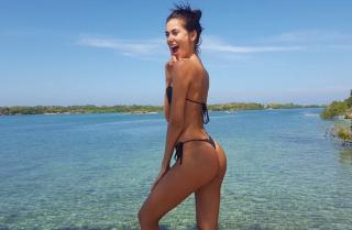 Marly Velásquez en Bikini [686x450] [69.88 kb]