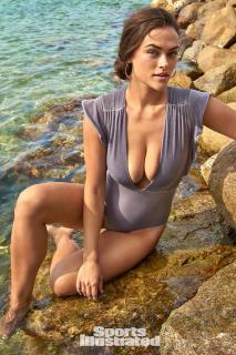 Myla Dalbesio en Si Swimsuit 2018 [1280x1920] [655.67 kb]