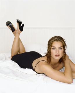Brooke Shields [2293x2850] [873.61 kb]