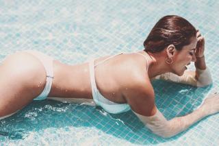 Mónica Hoyos in Bikini [1080x720] [138.58 kb]