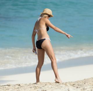 Elin Nordegren en Bikini [2300x2255] [298.2 kb]