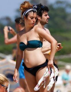 Blanca Suárez en Bikini [700x900] [102.16 kb]