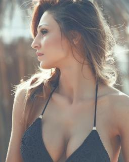 Anna Tatangelo en Bikini [999x1249] [221.78 kb]