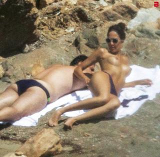 Rocío Muñoz Morales en Topless [800x785] [175.91 kb]