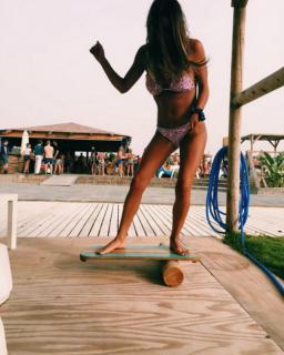 Laura Matamoros en Bikini [1200x1496] [262.31 kb]