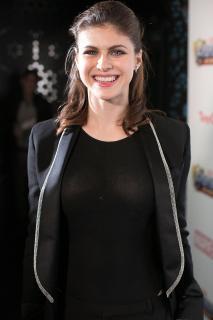 Alexandra Daddario [1440x2160] [512.27 kb]