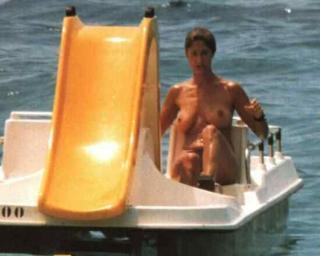 Marta Botía en Topless [550x440] [13.6 kb]