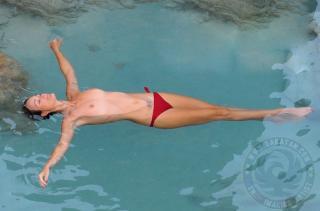Laeticia Hallyday en Topless [1338x885] [133.64 kb]