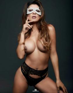 Vivi Castrillón en Playboy Desnuda [1269x1624] [208.02 kb]