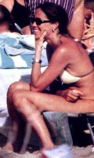 Cristina Parodi en Bikini [271x450] [29.22 kb]