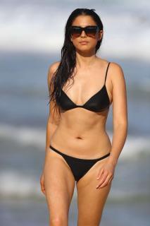 Jessica Gomes en Bikini [1360x2040] [199.42 kb]