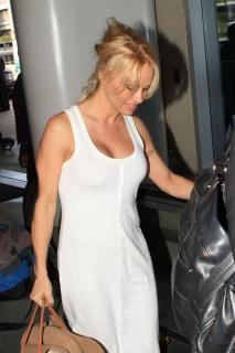 Pamela Anderson [800x1200] [129.93 kb]