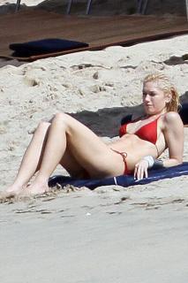 Gwen Stefani [760x1140] [122.19 kb]