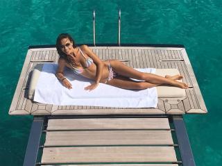 Laura Barriales en Bikini [1080x809] [166.27 kb]