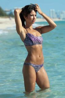 Leilani Dowding en Bikini [1200x1800] [193.95 kb]