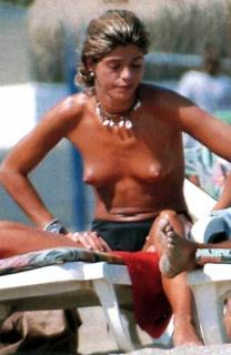 Arancha de Benito in Topless [326x500] [28.87 kb]