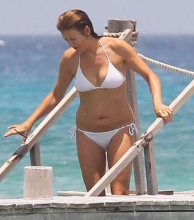 Kate Walsh en Bikini [800x903] [68.27 kb]