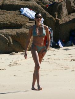 Teri Hatcher en Bikini [1755x2294] [412.17 kb]