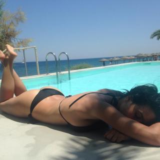 Megan Montaner en Bikini [1080x1080] [130.17 kb]
