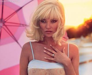 Kate Moss [910x742] [77.21 kb]